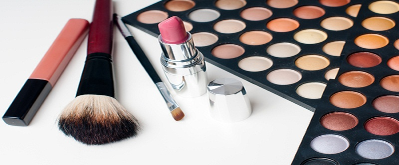 Tips to Pack the Perfect Travel Makeup Kit