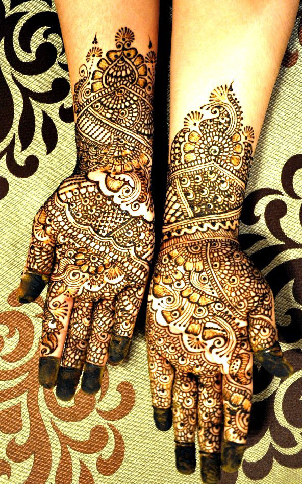 An Interview with Mehendi Artist Aysha Mubasira