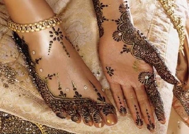 Stylish Arabic Mehandi Design embellished with glitter and stones