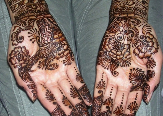 Arabic Mehandi Design with intricate designs on the fingers