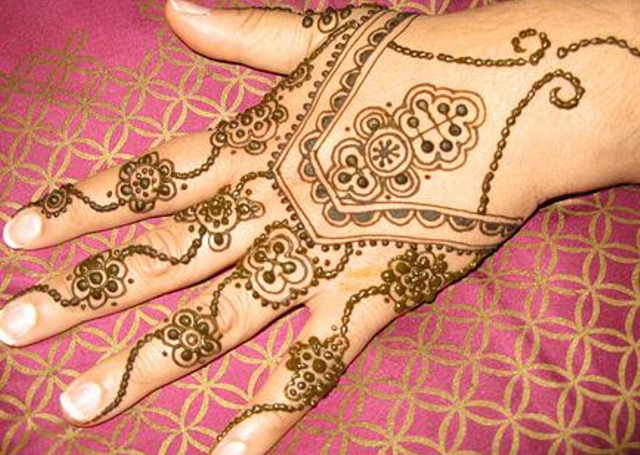 Best Arabic Mehandi Design with haath-panja pattern
