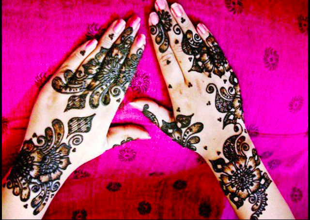 Best Arabic Mehandi Design with beautiful floral motifs