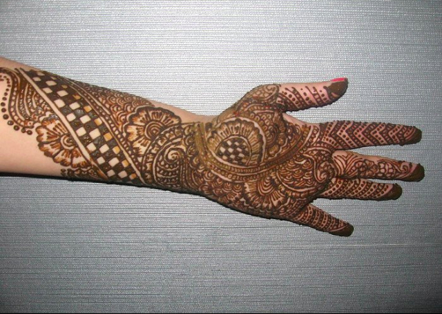 Best Arabic Mehandi Design with geometric patterns