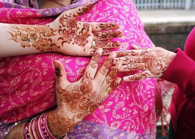 Flowing Floral Motif Bridal Mehandi Design