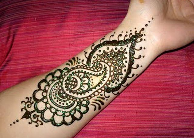Best Simple Mehandi Design with mango motif and leaf pattern