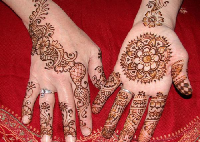 Best Simple Mehandi Design with central floral motifs