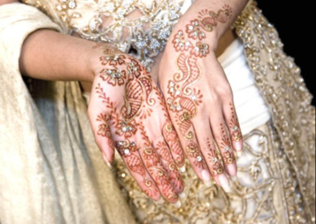 Bridal Mehandi Design embellished with glitter and stone