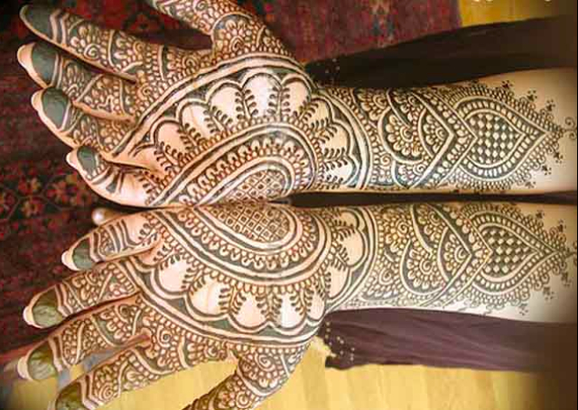 Bridal Mehandi Design with heart mirror and spades pattern