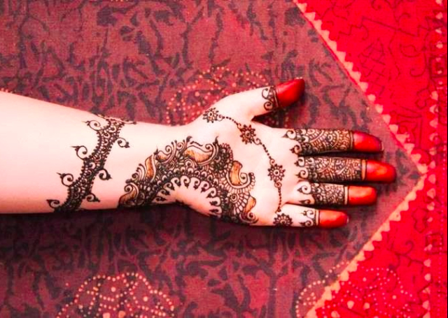 Simple yet exquisite Bridal Mehandi Design