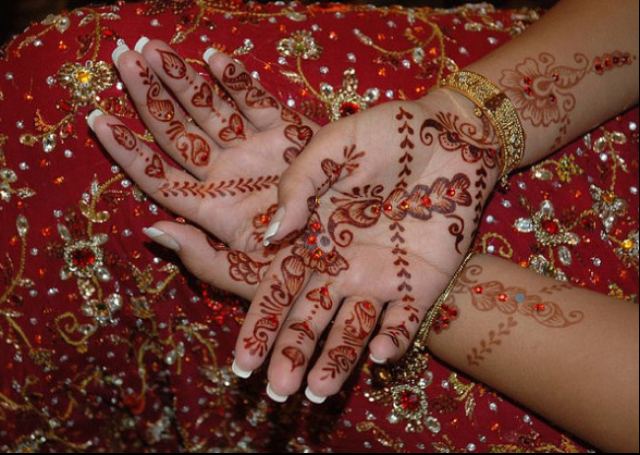 Bridal Mehandi Design with ambi pattern crossing over a bail