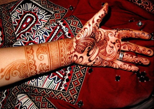 Cool Arabic Mehandi Design with intricate ambi patterns