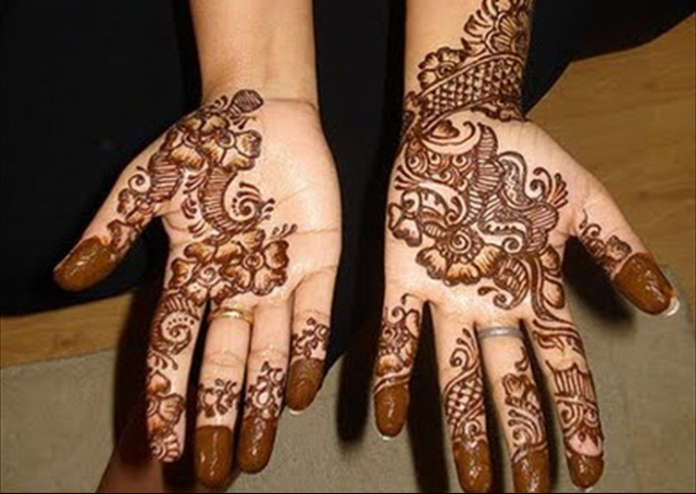 Cool Arabic Mehandi Design with capped fingers