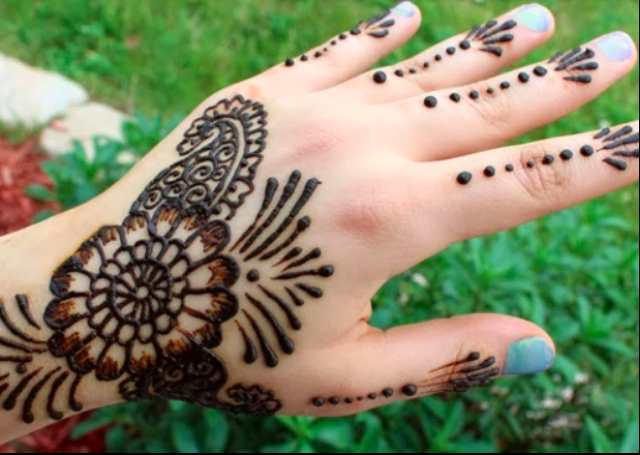 Cool Arabic Mehandi Design with a bold black pattern