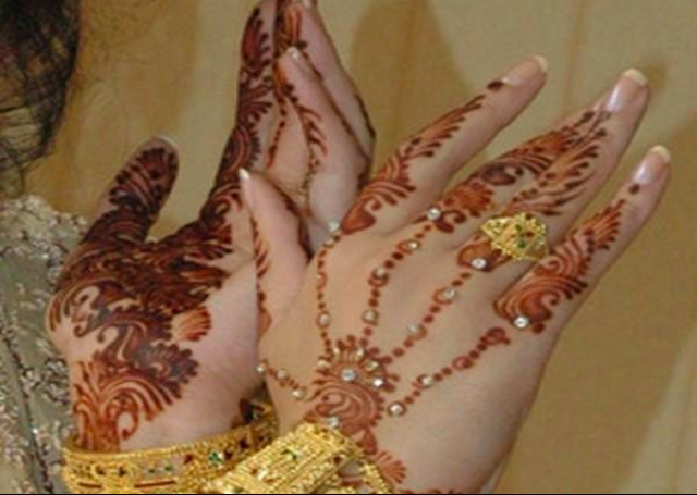 Cool Arabic Mehandi Design in hand jewelry pattern