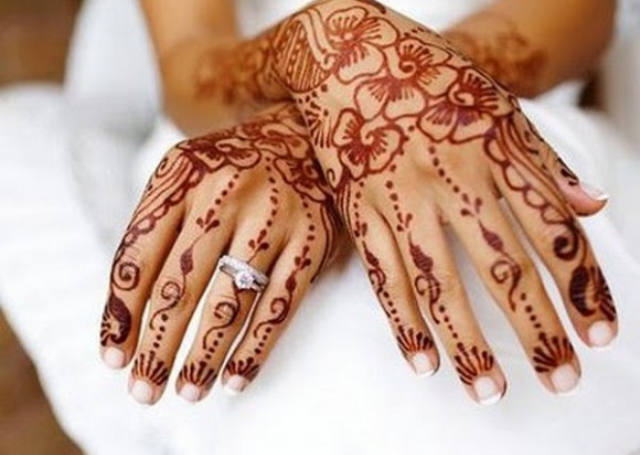 Cool Arabic Mehandi Design featuring simple floral design