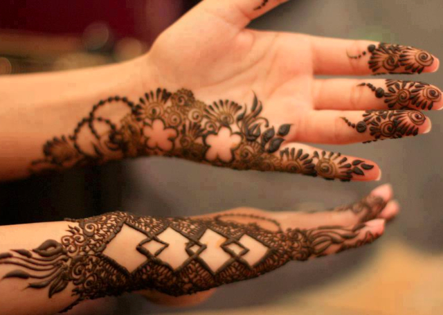 Cool Arabic Mehandi Design only on the sides of the hand