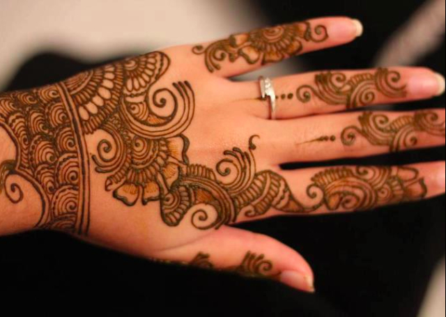Cool Arabic Mehandi Design with beautiful curl patterns