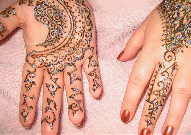 Cool Arabic Mehandi Design adorned with glitter