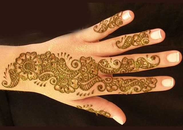 Cool Arabic Mehandi Design with floral and mango motif