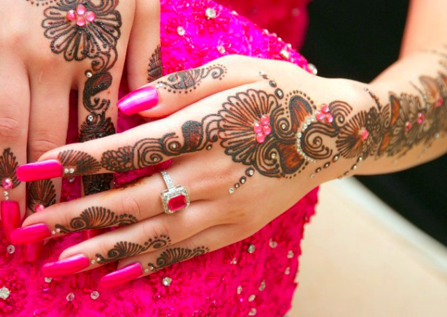 Latest Arabic Mehandi Design with shaded patterns