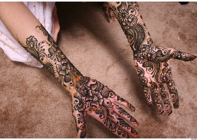 Latest Mehandi Bridal Design with floral and ambi patterns