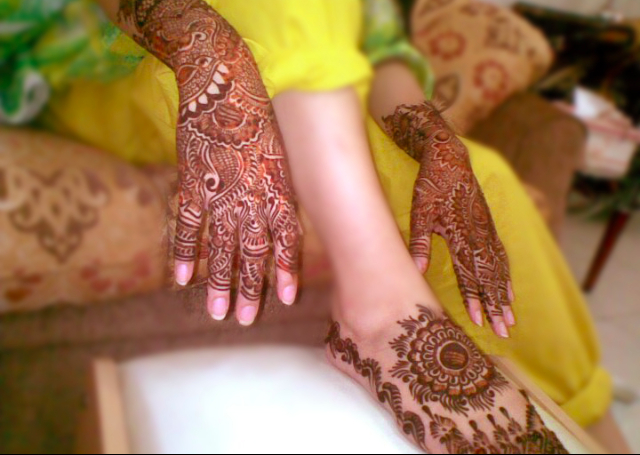 Latest Mehandi Bridal Design gfeaturing an intricate pattern