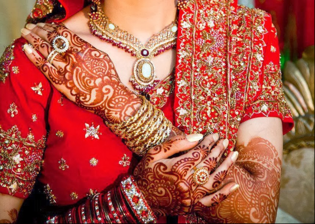 16 Latest and Modern Bridal Mehandi Designs
