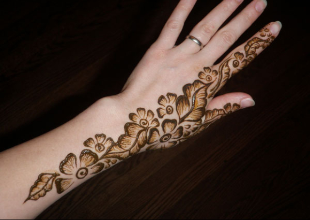 Simple Mehandi Design with shaded floral motif design