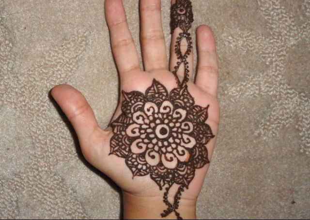 Simple Mehandi Design with bold round pattern of flower