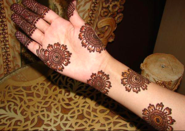 Simple Mehandi Design with cute circular flower patterns all over hands