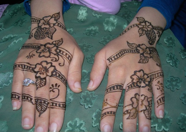 Simple Mehandi Design with evenly spaced floral band patterns