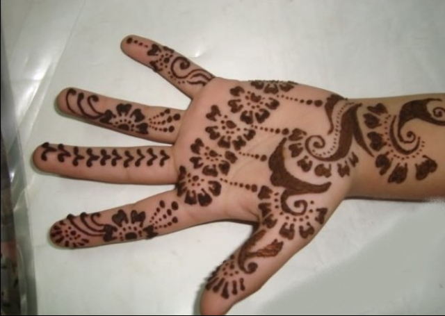Simple Mehandi Design with minimalist patterns