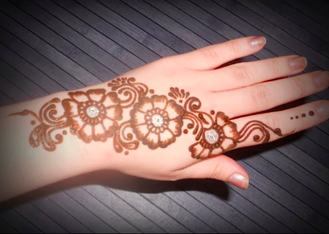 Simple Mehandi Design featuring a three flower bail pattern