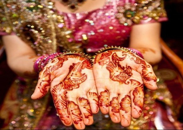 Look Special On Your Wedding Day with Bridal Mehandi Designs