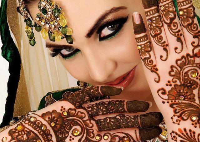 Amaze Everybody With Beautiful Bridal Mehandi Designs