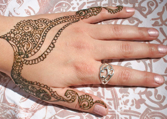 Jewelry motif Mehendi